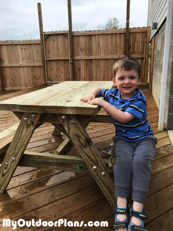 DIY-Child-Picnic-Table