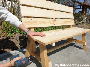 Fitting-the-stretcher-to-the-garden-bench