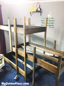 Assemblin-the-frame-of-the-bed-frame