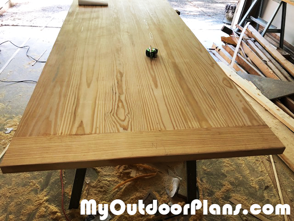 DIY-Farmhouse-Table