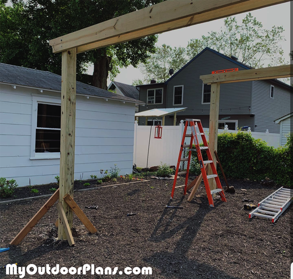 Fitting-the-support-beams-to-the-pergola