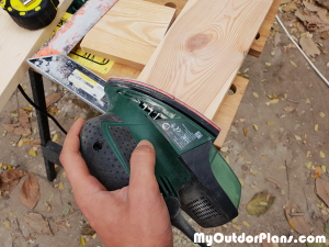 Sanding-the-wood-edges