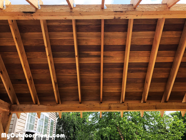 Fitting-the-roof-boards