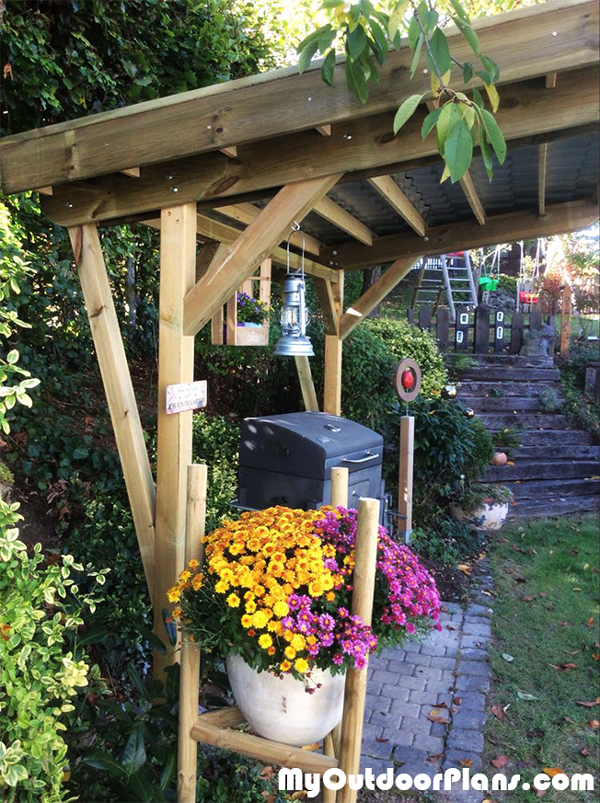 2-Post-Pergola-DIY-Project