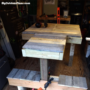 Pallet-shooting-bench-DIY
