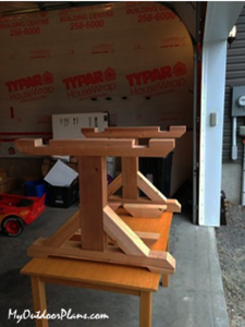 Building-the-side-frames-for-the-farmhouse-table