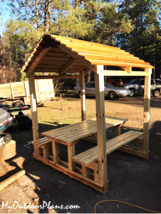 DIY-Picnic-Table-with-Roof