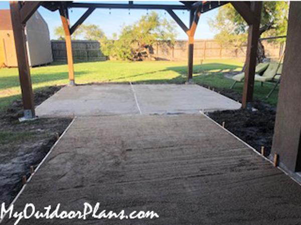Pouring-concrete-slab-to-pavilion