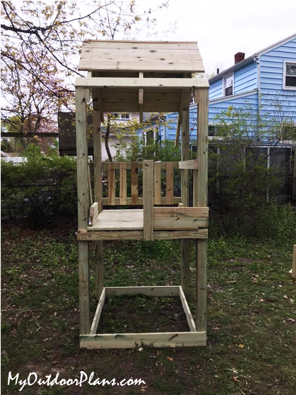 Building-a-wood-fort-for-kids