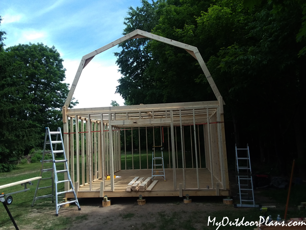Fitting-the-truss-to-the-16x20-gambrel-shed