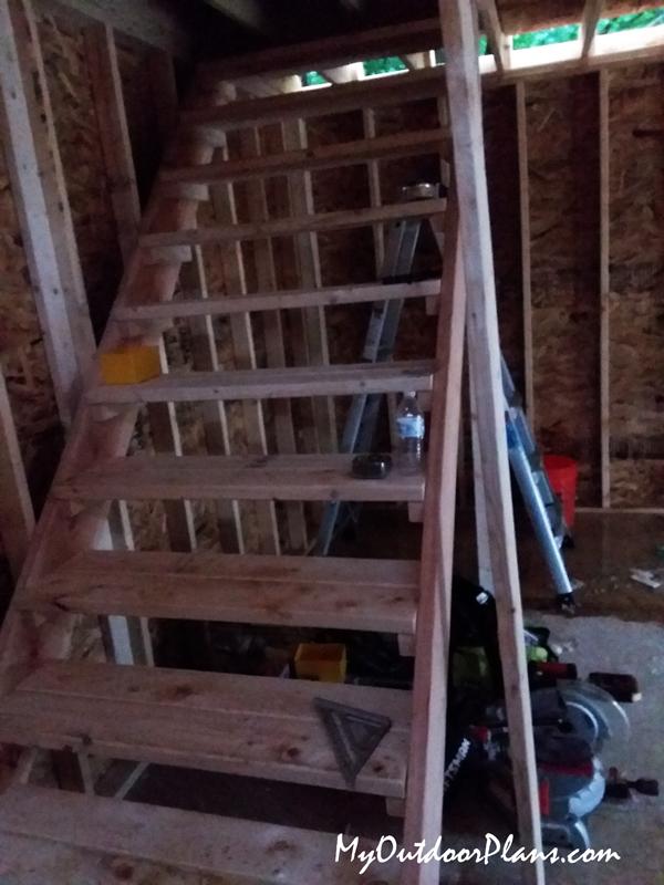 Ladder-for-large-barn-shed