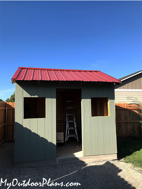 Fitting-the-metal-shed-roofing