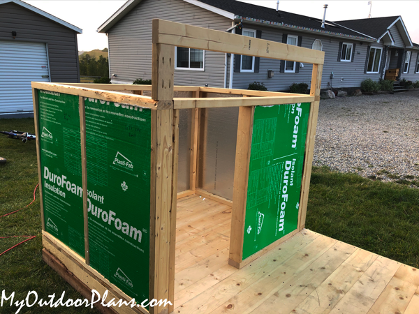 How-to-build-a-dog-house-with-porch---insulation