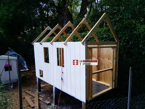 Attaching-the-siding-sheets---chicken-coop
