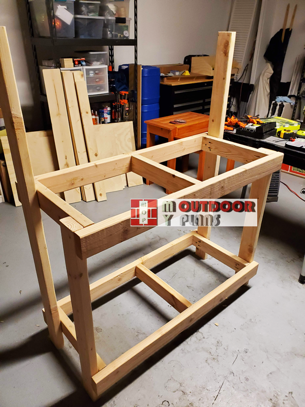 Building-the-frame-of-the-potting-bench