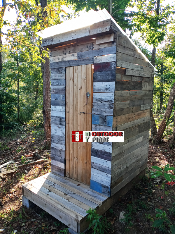 DIY Project - Pallet Wood Outhouse